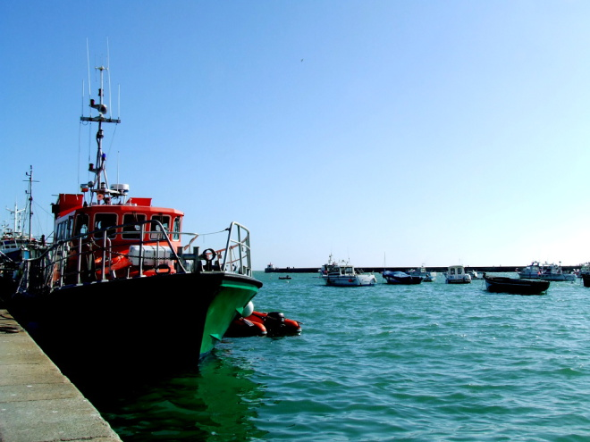 Marée haute dans le port de Barfleur