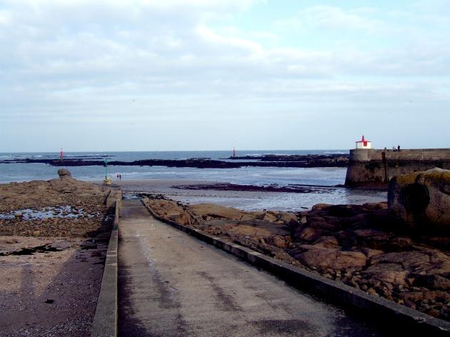 La jetée à Barfleur à marée basse