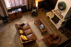 Le salon vu de la mezzanine